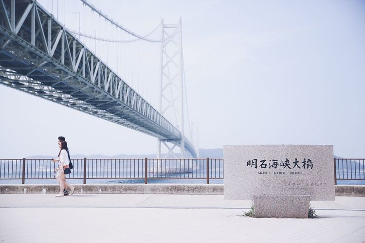 Full Length Real People Built Structure Architecture Lifestyles Connection Bridge - Man Made Structure Leisure Activity Outdoors Tranquil Scene VSCO Japan Japan Photography Canon Canonphotography Canon5Dmk3 Streetphotography Street Sky Japanese Style