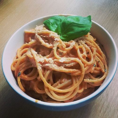 Vegan pasta with nutritional yeates / fake cheese Veganfoodshare Nomeat Nodairy Nocruelty instafood instavegan instapasta vegangirl pasta yeates yummy noanimalsharm carbs fuel