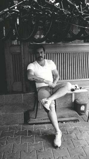 Relaxing Taking Photos Hi! That's Me Relaxing Cheese! Nasıl Yanii...😀😀😀😀beni böyle sev seveceksen....