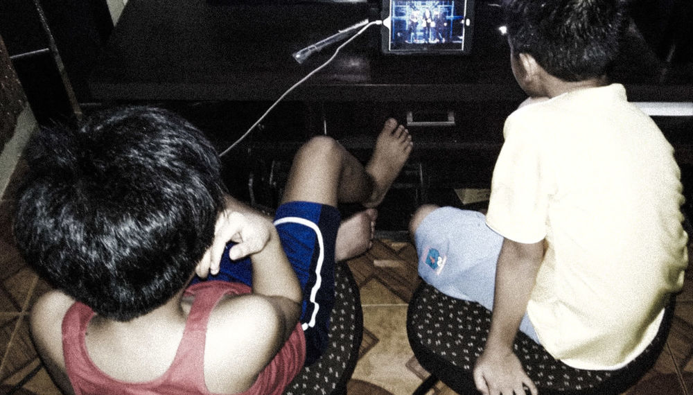 Samsunggalaxygrandprime Samsungphotography Samsung Kiddos Cousins  Watching YouTube Videos Sitting IPad Mini Charging Candid Photography Candidshot Candid Photoshop Express App. The Portraitist - 2016 EyeEm Awards