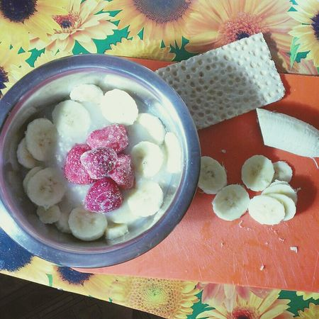 Я люблю завтракать кашей и фруктами, недавно открыла в себе это! приятного аппетита!