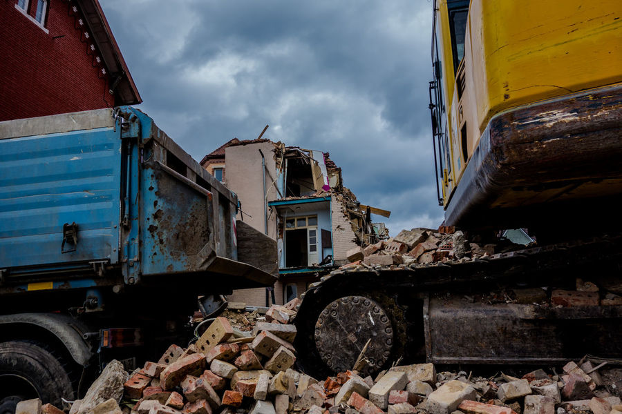 Abrissarbeiten Architecture Breakaway Building Exterior Built Structure Cloud - Sky Day Demolition Digger Epitome No People Outdoors Sky Tearing Tearing Down