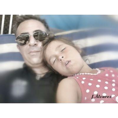 Ainara y su siesta. Felicidad. Ainara