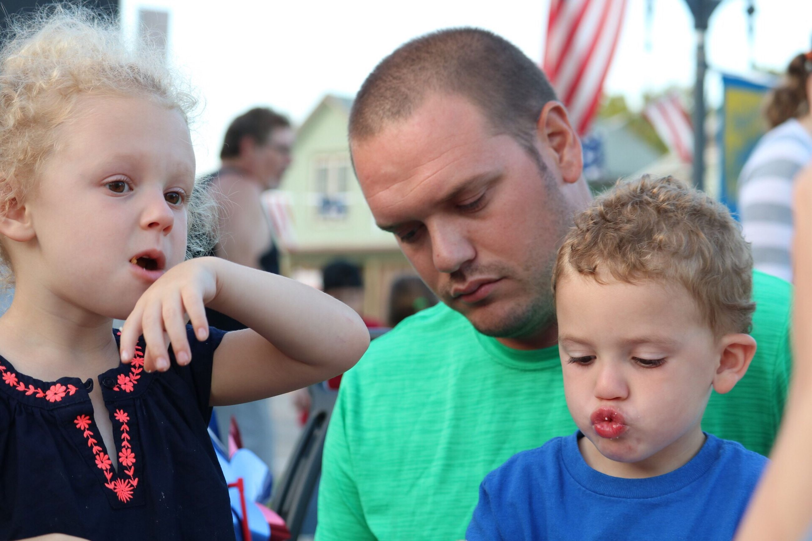 childhood, father, mid adult men, elementary age, real people, boys, mid adult, son, family, family with one child, innocence, incidental people, focus on foreground, togetherness, lifestyles, headshot, front view, girls, daughter, cute, day, men, leisure activity, bonding, standing, close-up, outdoors, young adult
