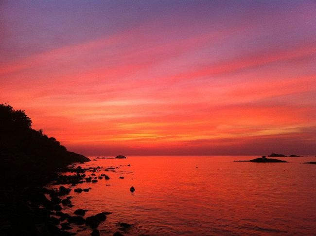 Amazing_captures Glorious Sunset Incredible Colors Incredible India Sea And Sky Sea View Shoreline South Goa Spectacular View Vibrant Sky Water Reflections