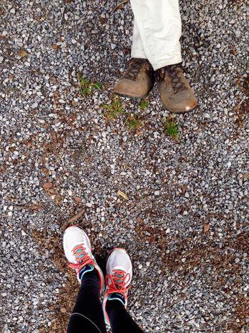Courir Ensemble Dimanche Pere Moi Passé-temps Exterieur Sunnday Pastime Running Outside Dad Nature Shoes Pair Break Stone EyeEm Diversity