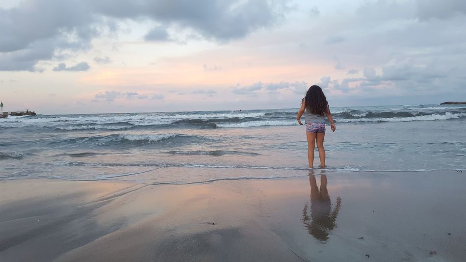 Beach One Person Sky Vacations Cloud - Sky Outdoors Reflection Person Sea Sand Sunset_collection Tide Sea And Sky Rear View Horizontal Tranquility Full Length Wave Child Beauty In Nature Nature_collection Scenics Water Premium Collection Horizon Over Water Lifestyles Standing Real People Women Nature