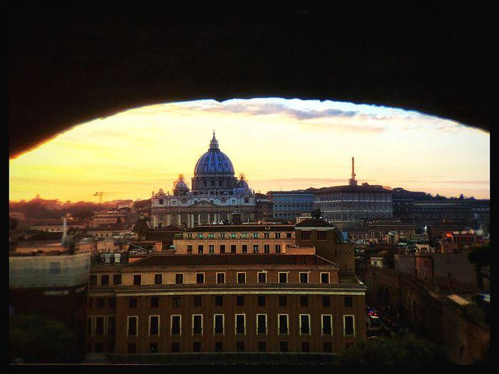 Vue du Vatican depuis le Château Saint-Ange ChateauSaintAnge Vatican Rome Architecture Building Exterior Built Structure Dome Sky Cloud - Sky No People