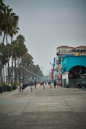 Venice Beach Boardwalk Architecture Street Outdoors Sport Large Group Of People Crowd Women Men Clear Sky Group Of People Real People Building Exterior Built Structure Venice Beach Boardwalk