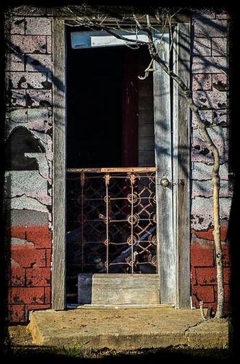 Don't knock, come on in... Doorporn Rust Never Sleeps Filthyfeeds Grime Eye4photography  Rustygoodness Dirtydoors Doorsinagony
