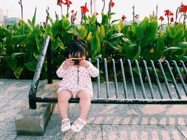 因為小孩,世界單純的好可愛。Taking Photos Hello World Cute♡ Light And Shadow Spring Into Spring Baby Girl