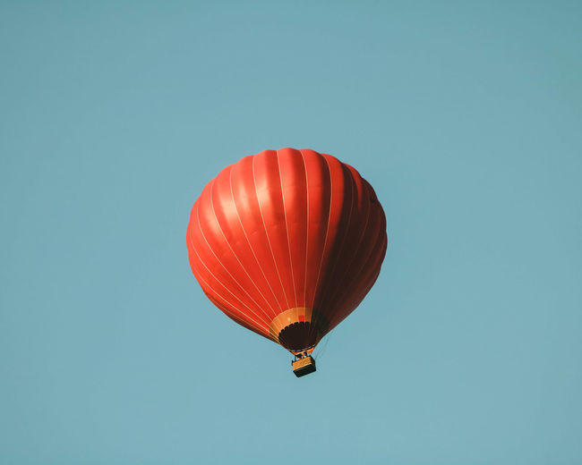 Minimalism Aerial Air Ballon Clear Sky Day Flying Hot Air Balloon Low Angle View Minimalism No People Outdoors Sky Vilnius
