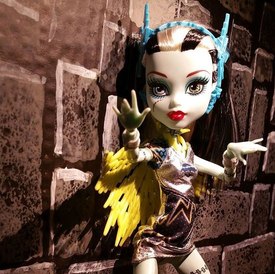 Electrifying action shot... ************* Doll Dolls Dollstagram DollPhotography Dollphotogallery Dollphoto Toy Toys Toyphotography Toyphotogallery Toycrewbuddies Toyplanet Toygroup_alliance Toys4life Toyrevolution Toyunion Ata_dreadnoughts Monsterhigh Monsterhighdolls Monster_High Voltageous FrankieStein Powerghouls