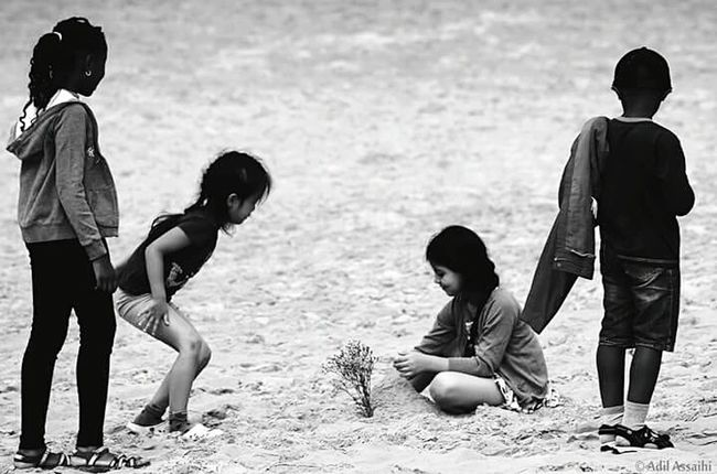 Photographie  Blackandwhite Children Playing Dunes Authentic MomentsIntercultural Exchange Like