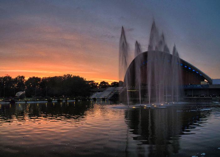 Krieg der Farben - Episode 1: Eine bunte Hoffnung Berlin HDR Sunset Reflection