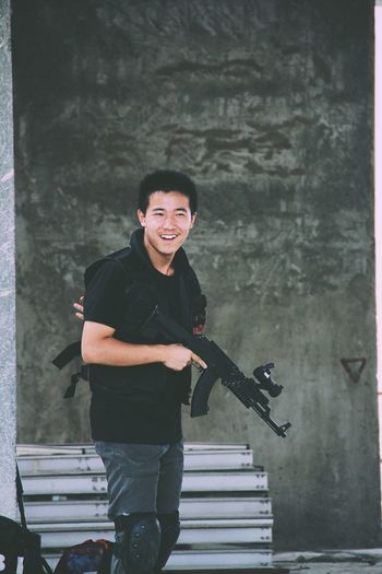 Tactical Unit Alex Three Quarter Length One Person Standing Best EyeEm Shot Streetphotography VSCO China Check This Out Gun AK47 Vscocam War ArmorVIE] smilin Smile aPortraitt Happinesss Arts Culture And EntertainmenttOnly MennMusical InstrumenttPerformanceePeoplee
