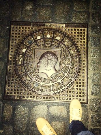 Manhole with big earring Floortraits