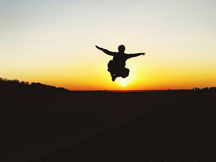 Superman Flying Help People Make Peace Not War ✌ EyeEm Best Shots Sunset_collection Sunset #sun #clouds #skylovers #sky #nature #beautifulinnature #naturalbeauty #photography #landscape