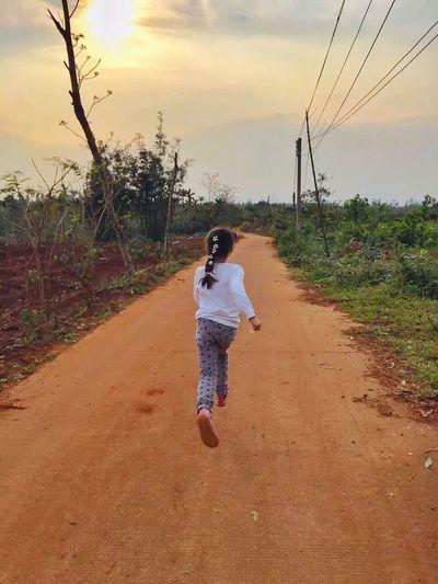 Little Girl Running Sunshine Naturelovers Naturephotography