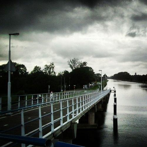 Dark Clouds Dark Sky Sky Clouds Wolken Sky And Clouds Skyporn Skylove Water NL Overschie Zweth Rotterdam Delft Schipluiden Schie Brug Bridge * zomer :zelfs de zon is in de wolken*