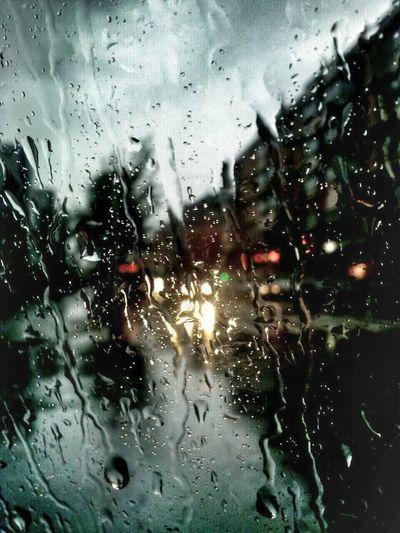 Llueve en la ciudad y te diluyes imaginando sombras inexistentes....tan solo el sol devolverá tu sosiego,tu interna paz,tu mirada inquieta... Rain In The City Taking Photos Rain Day Rain Collection