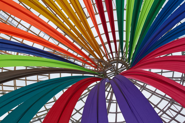 Colores convergentes Multi Colored No People Pattern Full Frame Variation Creativity Ceiling Architecture Art And Craft Colorful