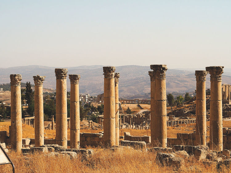 Traveling back in time... Columns Decapolis Geometry History Jerash Roman Ruins