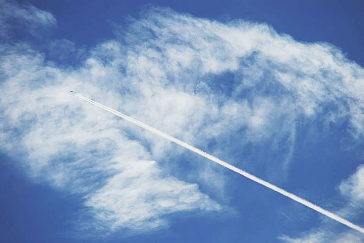 """Chemtrails Whatthefuckaretheyspraying i can see lots of horrible """"faces"""" in these trails...anyone else see them"""