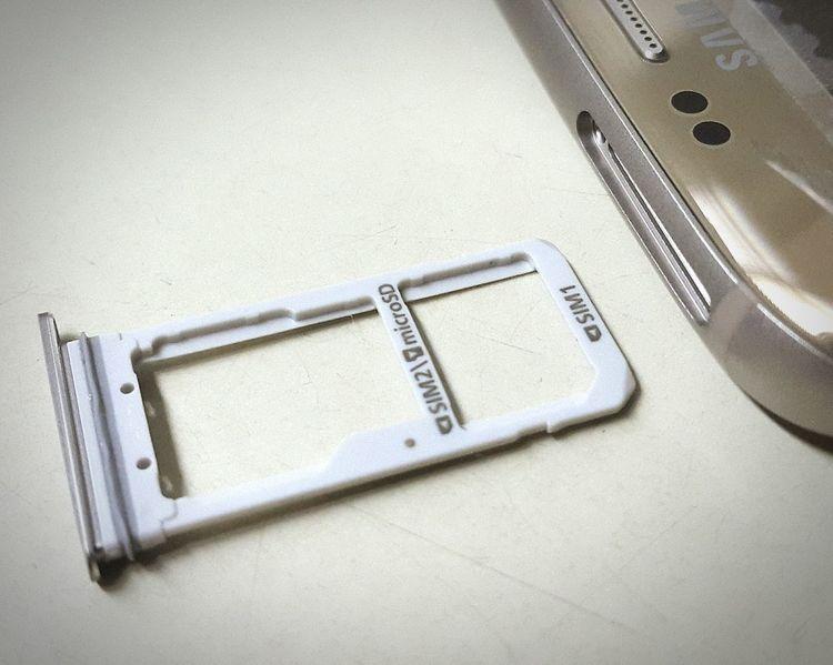 Samsung S7 Edge Samsung S7 Samsung S7 Sim Tray Sim Tray Sim Samsung Parts Samsung S7 Parts Samsung Samsungphotography Samsung Galaxy S7 Macro Macro Photography