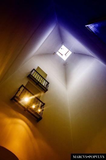 Título: Nihil eundem. Autor: Marcus Populus Lugar: Madrid Cámara: SONY NEX F3 Punto F: f/4 Tiempo de exposición: 1/60s Velocidad ISO: 500 Distancia focal: 18mm Architecture Built Structure Indoors  No People