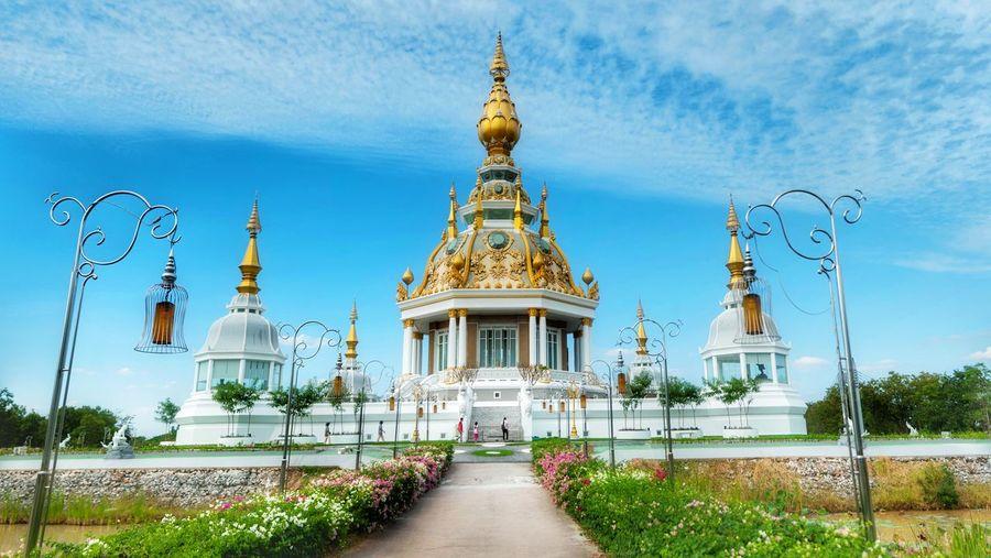 วัดทุ่งเศรษฐี ขอนแก่น Religion Sky Architecture No People Blue Outdoors Gold Nature Grass Day