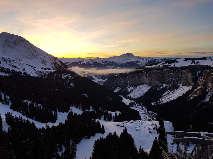 Hiver Avoriaz France Sunset Shades Of Winter Mountain Snow Mountain Range Sunset Landscape Mountain Peak Snowcapped Mountain Travel Destinations Cold Temperature Scenics Outdoors Sky Winter Vacations Cloud - Sky Nature Beauty In Nature