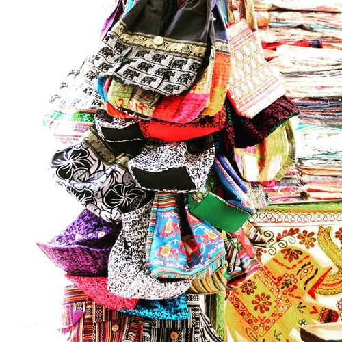 'Jhola' - Indian bags made out of soft cloth. It's very popular in most of the parts of India among ladies. Fashion Style Fashionista Trendy Mumbai Colaba Streetshopping Bags Ethnic Bazaar