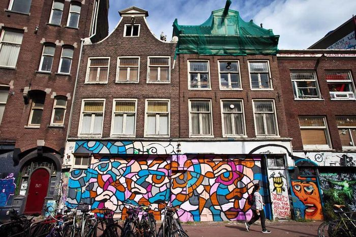 Muurschilderijen Muurschildering Ottograph Ottograph (amsterdam) Is Making 500 Artworks With Toy Guns In It. To Activate The Discussion On The Ridiculousness Of Fabricating Toy Weapons. #500guns #ottograph #amsterdam #paint #kmdg #graffiti #streetartistry #streetart #popart #art #streetart #kunst  Ottograph, Amsterdam, Paint, Kmdg, Graffiti Painting Schilder Schilderij