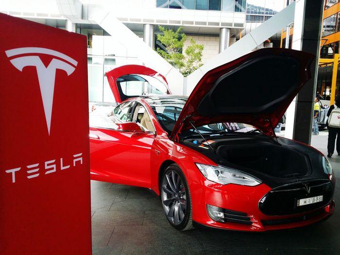 Hello Tesla Motor Model S