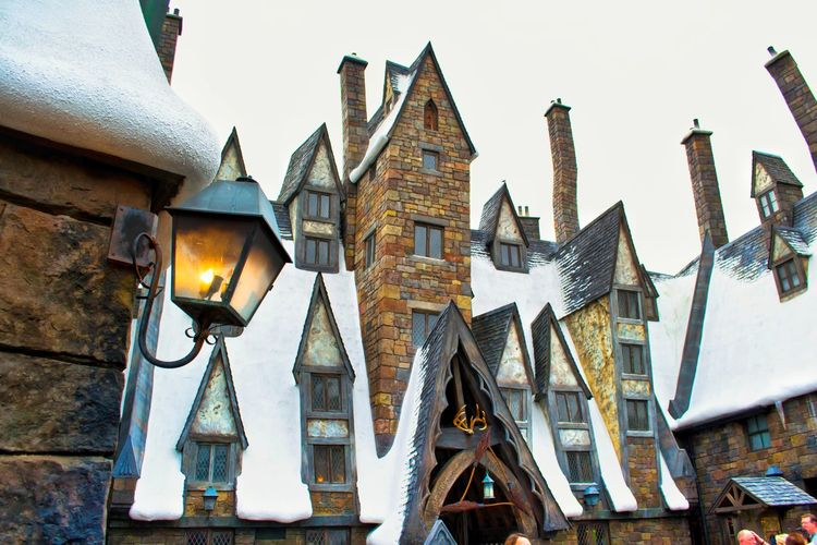 Vintage Vintage Style Happy New Year! Snow Roof Rooftop Wintertime Winter Hogsmeade Fantasy Travel Photography Miracle Wizard Wizarding World Of Harry Potter Orlando Florida USAtrip Building Exterior Architecture Outdoors Street Photography Tourism Togetherness Snow❄⛄ Built Structure Travel Destinations