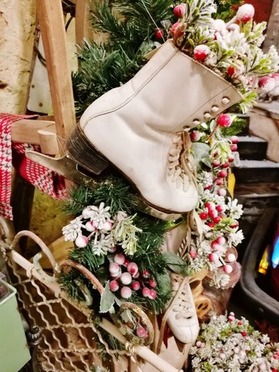 Flower Head Nature Christmas Present Fragility Close-up Hanging Day No People Christmas Decoration Christmas Ribbon - Sewing Item Indoors  High Angle View Christmas Market Huawei P9 Photos