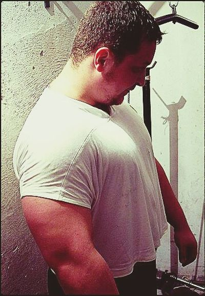 Poswiecilem cale swoje zycie na budowaniu mojego ciala i umyslu poprzez ciezka prace, pragnienie, bol, wstyd. Każdy dzien wymaga poswiecen. To jest moj swiat. To jest zycie zwane Hardcore. Witam. Bodybuilding Poland Silownia Hardcore