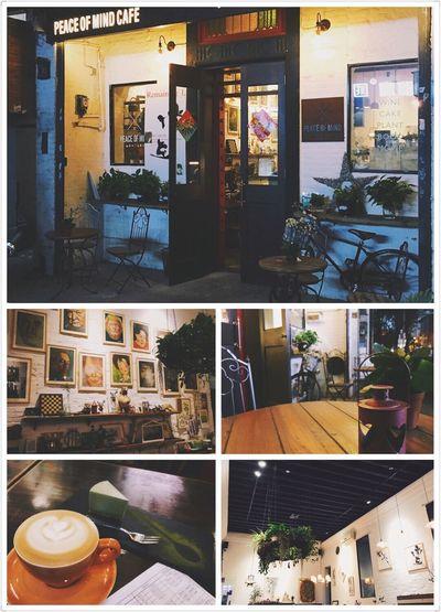 家附近开了一家环境很不错 很安静的咖啡馆 一有时间就可以带着最珍藏的书去咖啡馆坐一个下午.📖☕ Reading Coffee Shop Cuppuccino Mocha Cake Relaxing