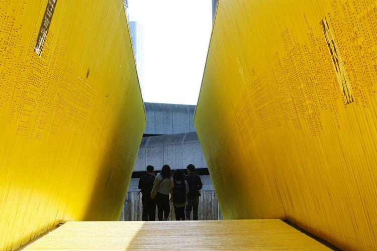 Rotterdam Luchtsingel Silhoutte Yellow Tourists Being A Tourist