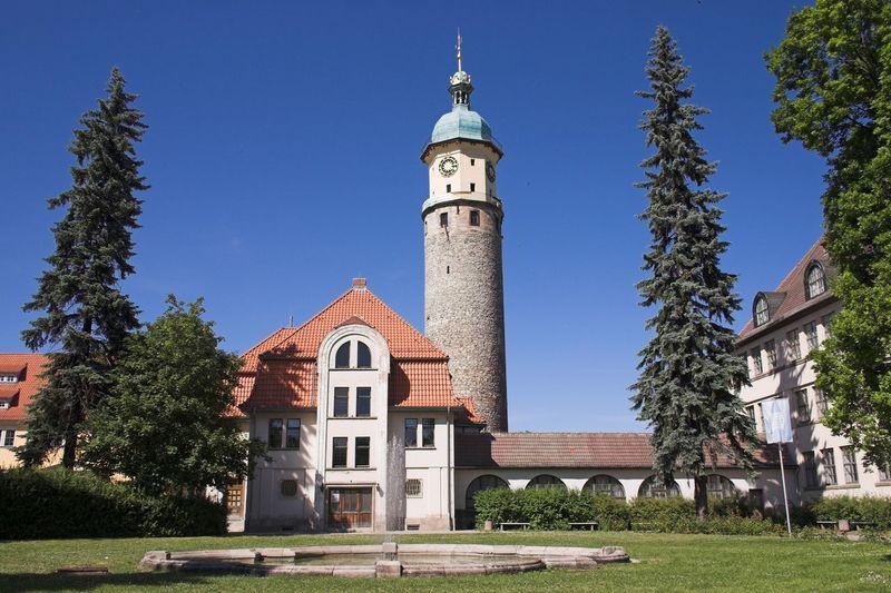 Kaiserwetter Blue Sky Tower Building Exterior Architecture Place Of Worship Clock Tower Arnstadt Schloss Neideck Façade