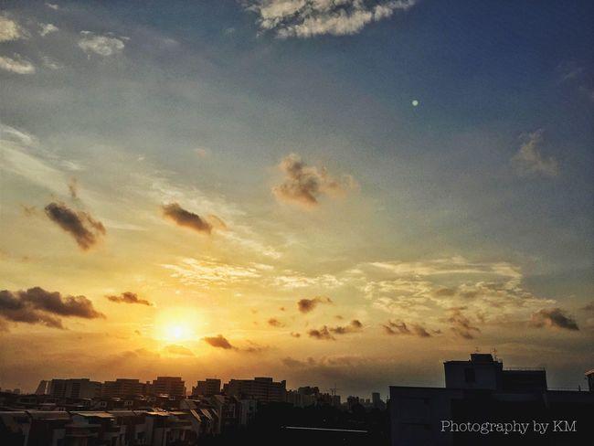 Happy Friday Sunset ? Nature Sunset Sunset #sun #clouds #skylovers #sky #nature #beautifulinnature #naturalbeauty #photography #landscape Cloudporn Sky Castle Sun_collection, Sky_collection, Cloudporn, Skyporn Sky And Clouds EyeEm Nature Lover