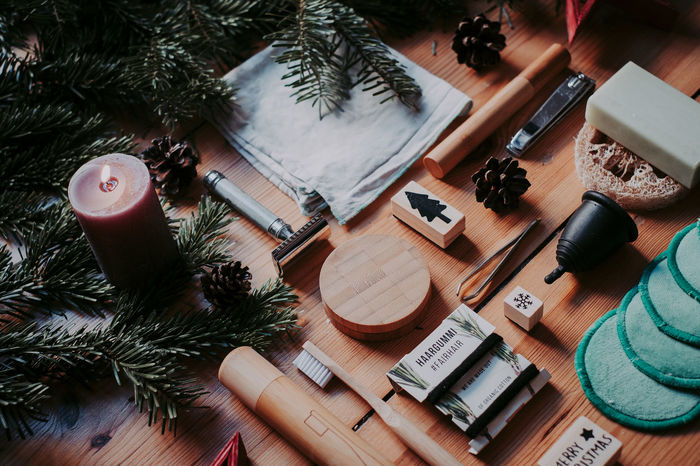 Zero Waste bathroom tools @ xmas. Give your loved ones only the best High Angle View Christmas Decoration Christmas christmas tree No People Decoration Wood - Material Large Group Of Objects Zero Waste Zero Waste Lifestyle Bath Bathroom Sink Tools Sustainability Sustainable Lifestyle