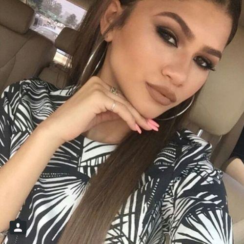 Zendaya Zendaya Coleman Eyebrows On Fleek Makeup Selfie Model Gorgeous Aesthetics Beauty Makeup ♥
