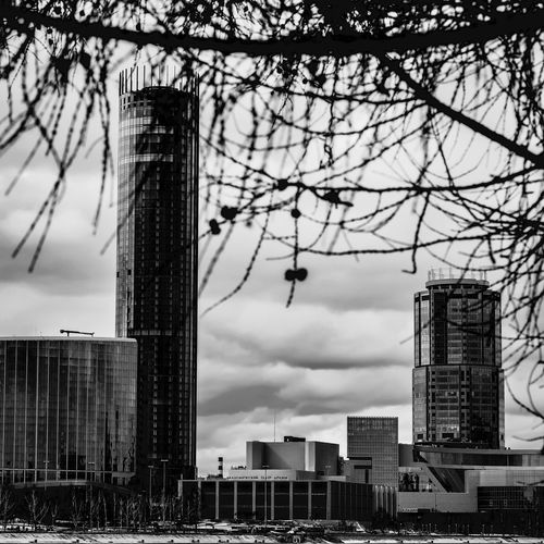 April City EF50mm F1.8 STM Sl2 200D Canon Russia Yekaterinburg Embankment Buildings Downtown District Citylife Blackandwhite Sky Cıty April