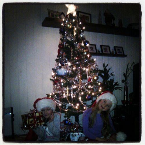 Jula er i hus. Juletre. Xmas Jul Karasjokk Julenisser