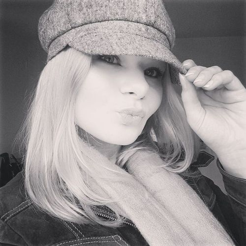 Hungariangirl BelgianGirl Taking Photos Today's Hot Look Blonde Winter Duckface Loveit Feeling Good Young Adult One Person