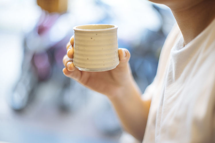 Close-up Day Food Food And Drink Freshness Hand Holding Human Hand Indoors  Japan Midsection Occupation One Person Real People Tea Women Working Young Adult