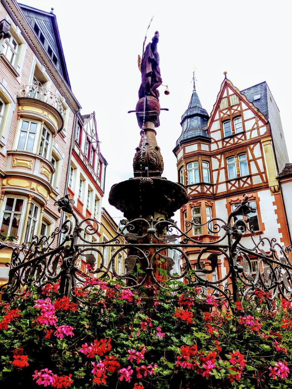 building exterior, architecture, built structure, flower, plant, flowering plant, art and craft, low angle view, building, sculpture, nature, no people, statue, day, human representation, sky, representation, history, the past, city, outdoors, ornate