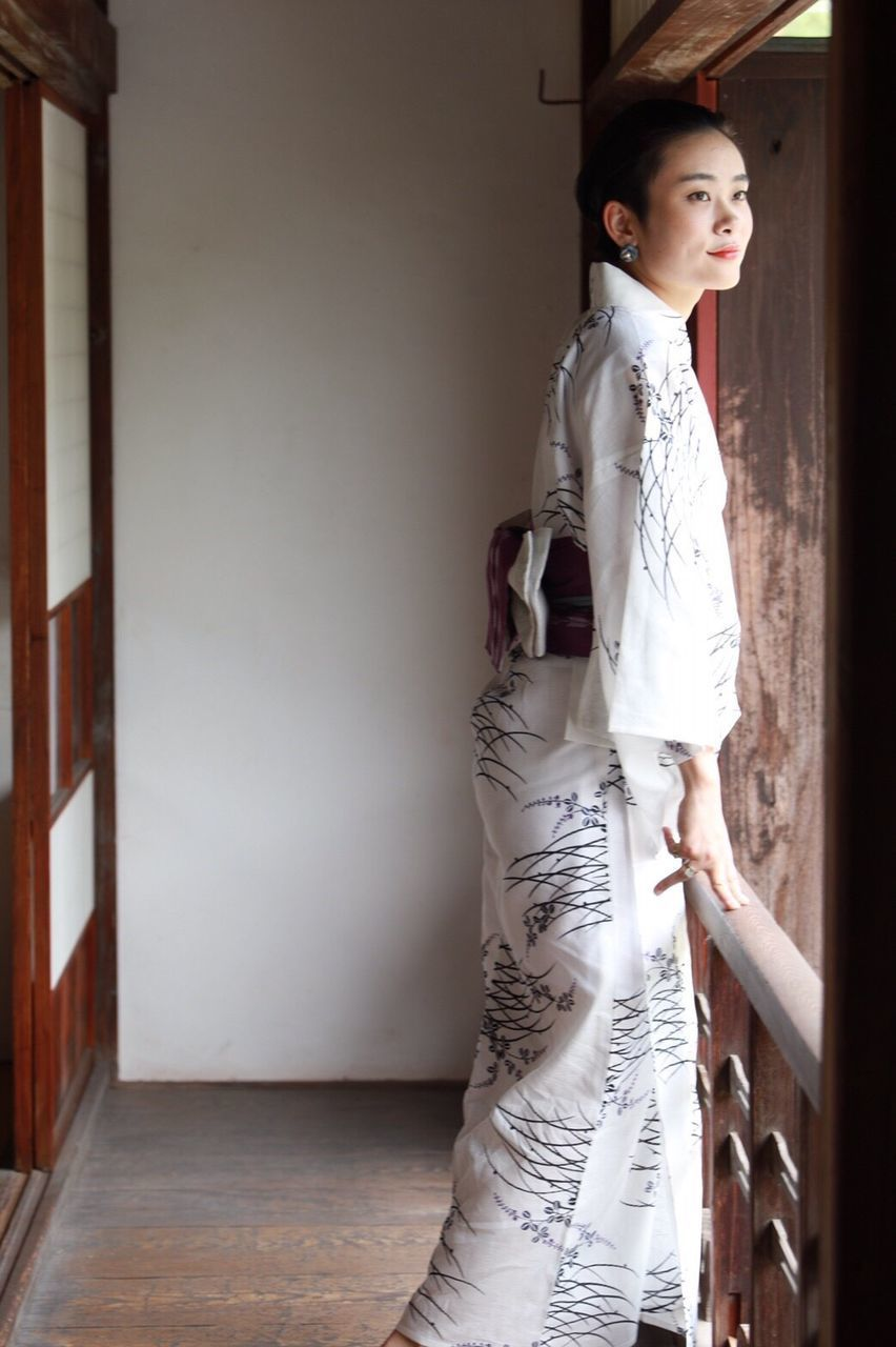 beautiful woman, one person, three quarter length, young adult, standing, indoors, looking at camera, fashion, kimono, portrait, young women, full length, beauty, beautiful people, adult, one woman only, one young woman only, fashion model, day, people, only women, adults only